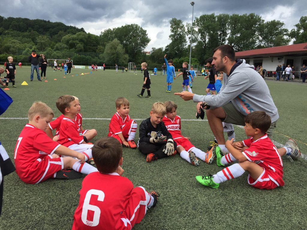 Trainer Christian Stopp mit seinen Jungs